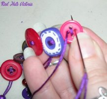 RHV_Craft_Buttonnecklace03b